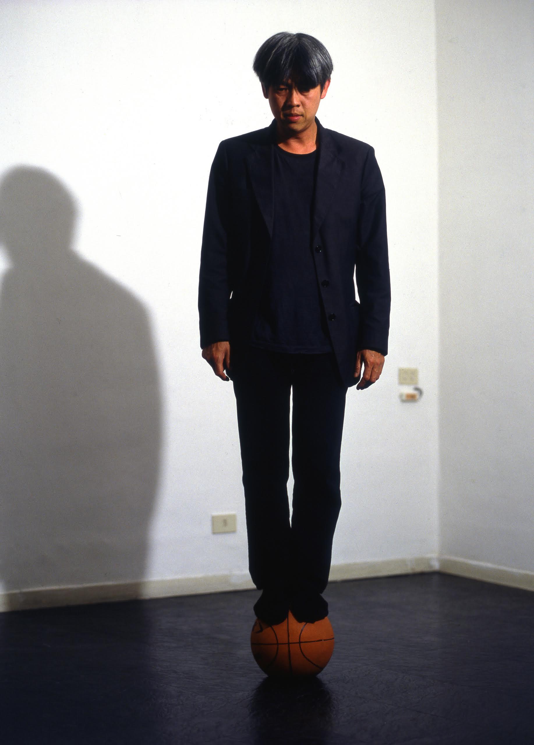 HH Lim,60kg circa di sagezza, video performance, 2001